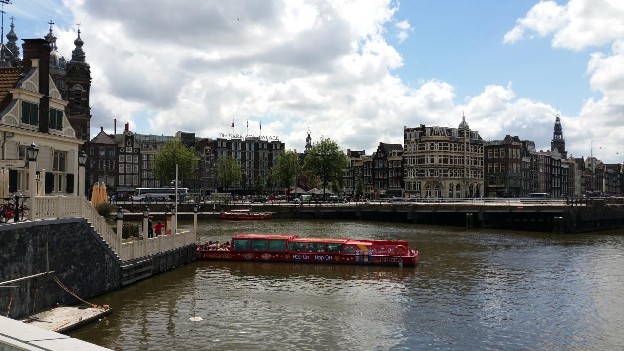 A (free) walking tour through the center of Amsterdam