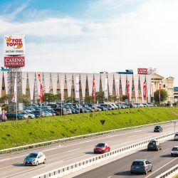 Foxtown factory stores meet the cities for Milan factory outlet